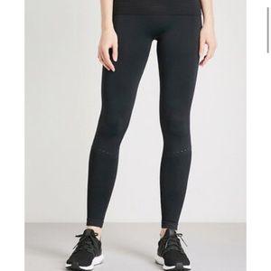 Carbon 38 x Varley leggings